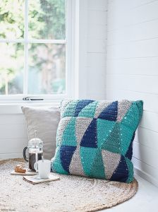 Triangles - Geometric Cushion