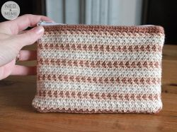 Moss Stitch Zipper Pouch