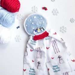 Snow Globe Towel Topper