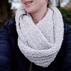 Snowdrop Infinity Scarf