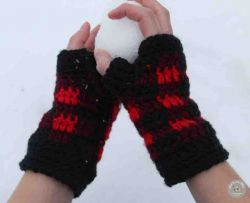 Simply Chic Buffalo Plaid Fingerless Gloves