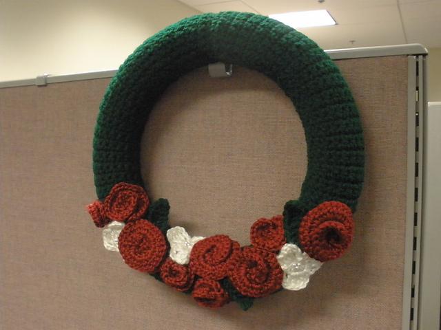 Crochet Patterns Galore Christmas Rose Wreath