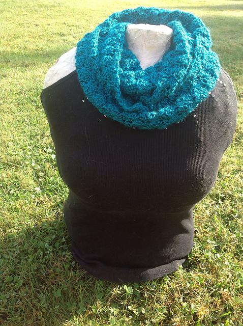 Crochet Infinity Scarf Pattern Shell : Crochet Patterns Galore - Turquoise Shell Infinity Scarf
