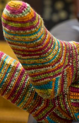 Crochet Patterns By Yarn Weight : Crochet Patterns Galore - Colorful Crochet Socks