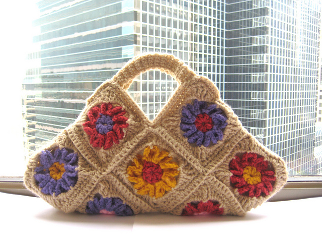Granny Square Bag Pattern Free : Crochet Patterns Galore - Granny Square Bag or Purse