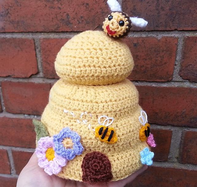 Ravelry: Beehive Baby Lovey pattern by Raffaella Tassoni | 607x640