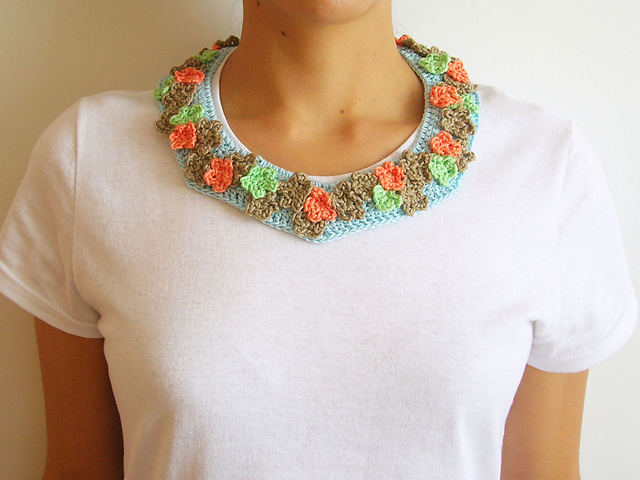 Crochet Patterns Galore - Collar with Flowers