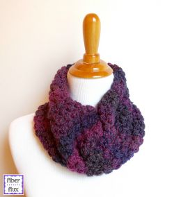 Tweedy Berries Cowl