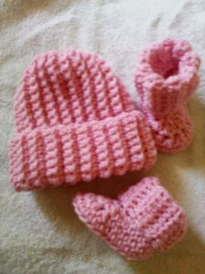 Ribbed Cuff Baby Booties and Beanie