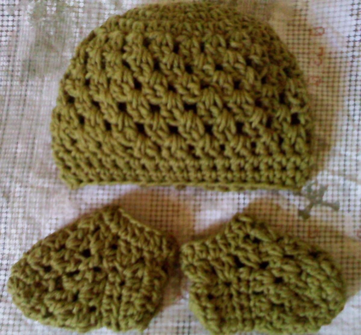 Crochet Patterns Galore : Crochet Patterns Galore - Baby Granny Beanie and Sockies Set