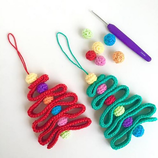 Crochet Patterns Xmas Tree Decorations : Crochet Patterns Galore - Ribbon Christmas Tree