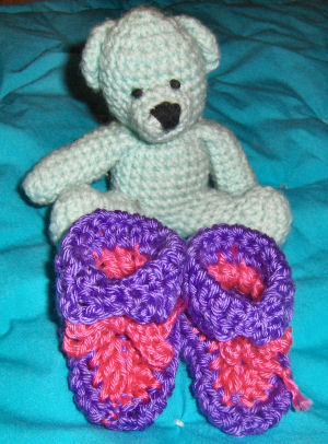 Crochet Patterns Galore - Bev\'s Very Easy Newborn Booties